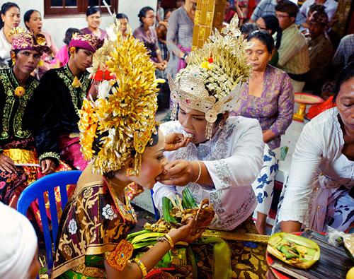 жених и невеста в Бали