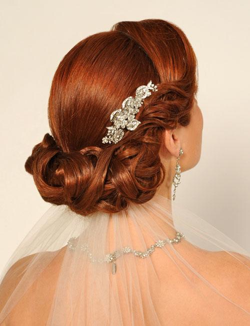 В свадебных прическах под греческое платье, волосы можно как красиво уложить оставив их длину, так и подняв волосы и...